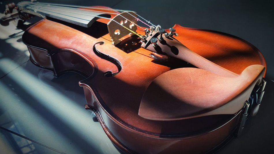 Violin Violinist Instruments Music Close-up Vintage EyeEmNewHere TCPM Break The Mold Premium Collection Getty Images Musical Instrument Concert Antique No People Musical Instrument String Classical Music Retro Styled Classic Style Orchestra Shadow And Light EyeEm Selects