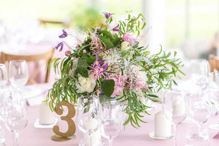 Arrangement Bouquet Celebration Centerpiece Chair Day Decoration Dining Table Drinking Glass Elégance Flower Focus On Foreground Fragility Indoors  Napkin Neat No People Place Setting Plate Table Tablecloth Vase Wedding White Color Wineglass