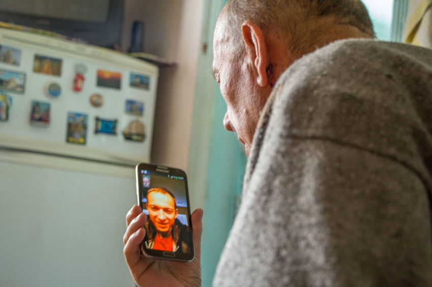 Adult Adults Only Communication Connection Day Device Screen Digital Viewfinder Grandpa Grandparents Gray Hair Holding Indoors  Mobile Phone People Photo Messaging Photography Themes Portable Information Device Senior Adult Senior Men Skype Smart Phone Technology Two People Warm Clothing Wireless Technology