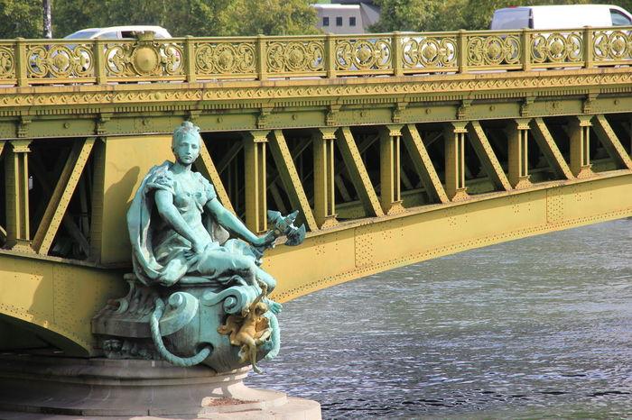Close-Up Pont Mirabeau Laseine Parisienne Bridge Live For The Story Paris City Built Structure Architecture The Architect - 2017 EyeEm Awards France Paris ❤ Pariscity Paris Je T Aime The Street Photographer - 2017 EyeEm Awards Closeup