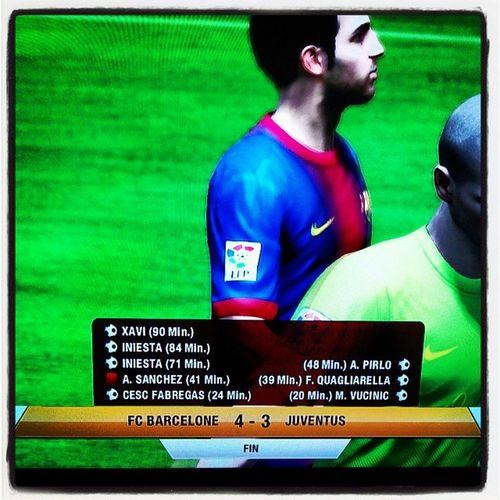 Ps3 Sony Fifa Fifa2013 : âpres une égalisation 1 partout, un carton rouge , deux but de l'adversaire j'arrive a gagner le match juste avant la fin du temps réglementaire ! Chapeau aussi a l'adversaire ! but goal ! Un match apprement disputé !
