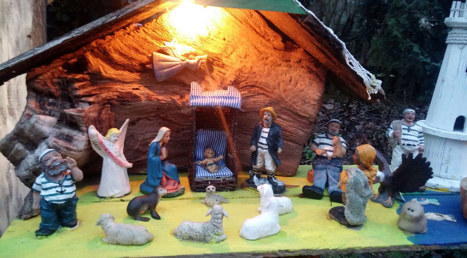 Day Geburtstag Geburtstagskind Heilige Familie Jesus Jesus Christ Jesuschrist Jesuskind KRIPPE Krippenspiel Large Group Of People Leisure Activity Lifestyles Low Section Maria Und Josef Maria Und Kind Men Multi Colored Outdoors Togetherness Weihnachten Weihnachtskrippe Women