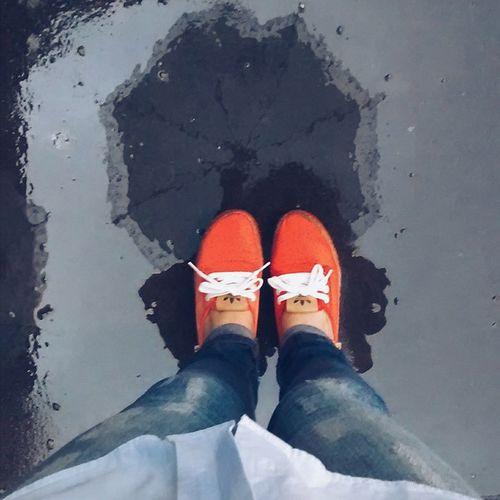 9 - Aos meus pés (chuva ☔💧) Desafioprimeira VSCO Vscocam Vscogrid Vscodaily Vscophile VscoBr Vscosp Rain Shoes Color Pale Chuva Cores Palido SP Instadailypic Instavscocam Vscogreat VSCOtop Vsco_br Vsco_sp Igbr Igers Adidas challenge saopaulodagaroa