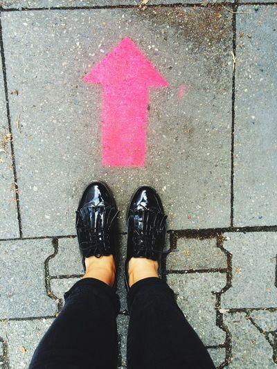 Inandout Streetphotography Graffiti Art Pinkandblack Feetselfie Berliner Ansichten EyeEm Gallery Berlin InTheStreet Streetart