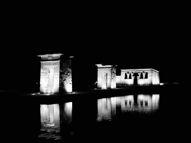 Templo de Debod Reflection Built Structure Architecture Water Night Building Exterior No People History Old Ruin Travel Destinations Illuminated Outdoors Sky Fotografianocturna Arquitectura Tranquility Nocturnal Lights SPAIN Madrid Reflection Architecture City Black And White Blanco Y Negro