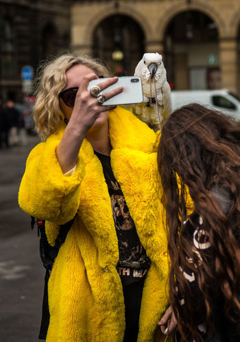 Bold And Beautiful Fashion Paris Taking Photos The Week on EyeEm To Be Or Not To Be Beauty Communication Hairstyle Parot Photographing Photography Themes Selfie Smart Phone Style And Fashion Styleblogger Technology Telephone Tourist Destination Using Phone Yellow #urbanana: The Urban Playground