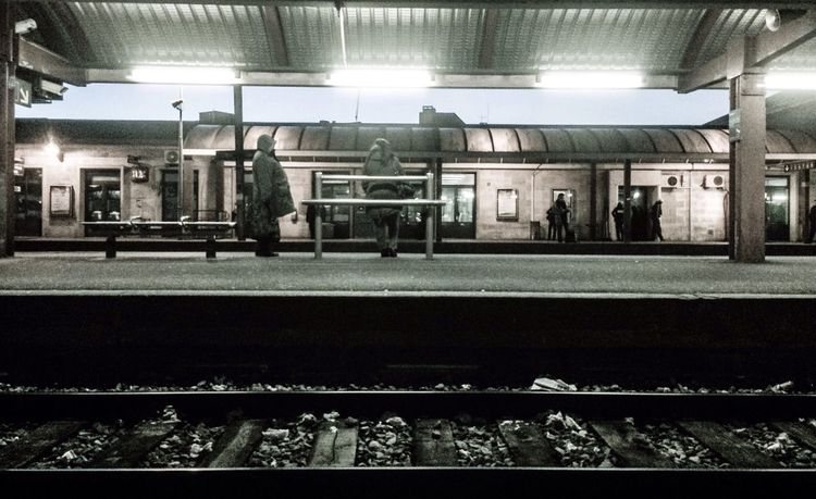 Gare de Creil #b&w #black&white #gare #tag #light #shadow #light&shadow #lumiere #luz Public Transportation Black And White Illumination Light And Shadow