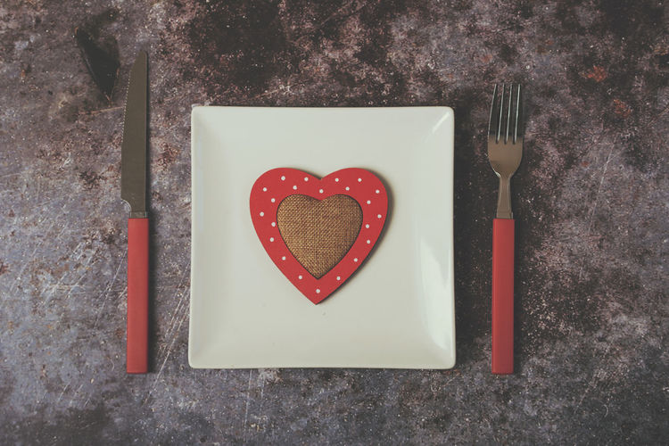 Heart Shape Emotion Positive Emotion Love Kitchen Utensil Knife Valentine's Day - Holiday Eating Utensil Heart Celebration Valentines Day Valentine's Day  Restaurant Cooking Gift Romantic Donation Concept Decoration Dinner Time Organ Blood Affection Altruism Couples Romance White Plate Menu Grunge Background Lunch Lifestyle