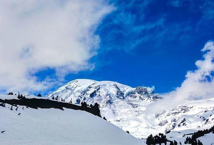Rainier Mountain MountRainier Snowypeak Snow Washingtonstate Whispyclouds Cascadiaexplored PNWonderland PNW Mountainscape