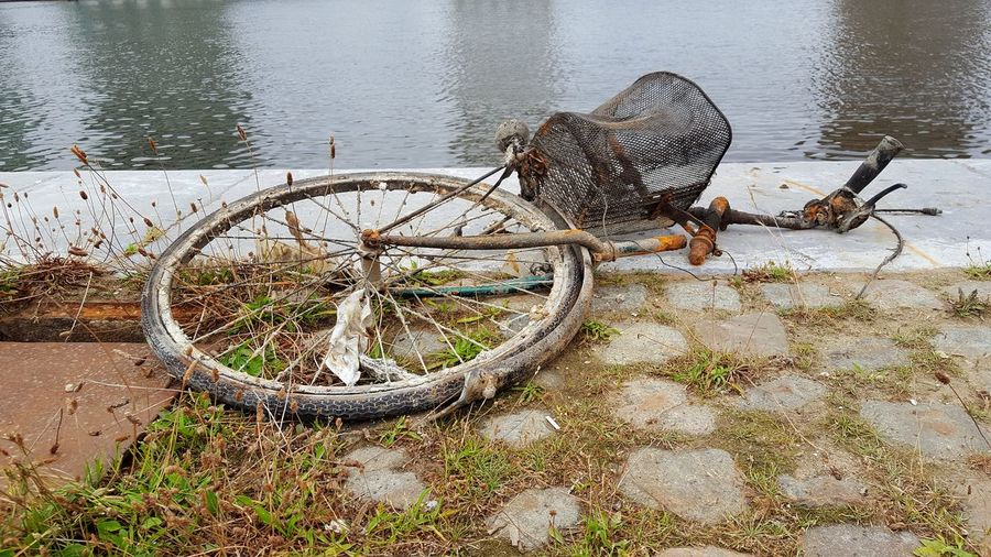 Water Outdoors No People Canal Gray Skies Bicycle Junk Bikes Rusty Bike Abandoned Urban Decaying Bicycle