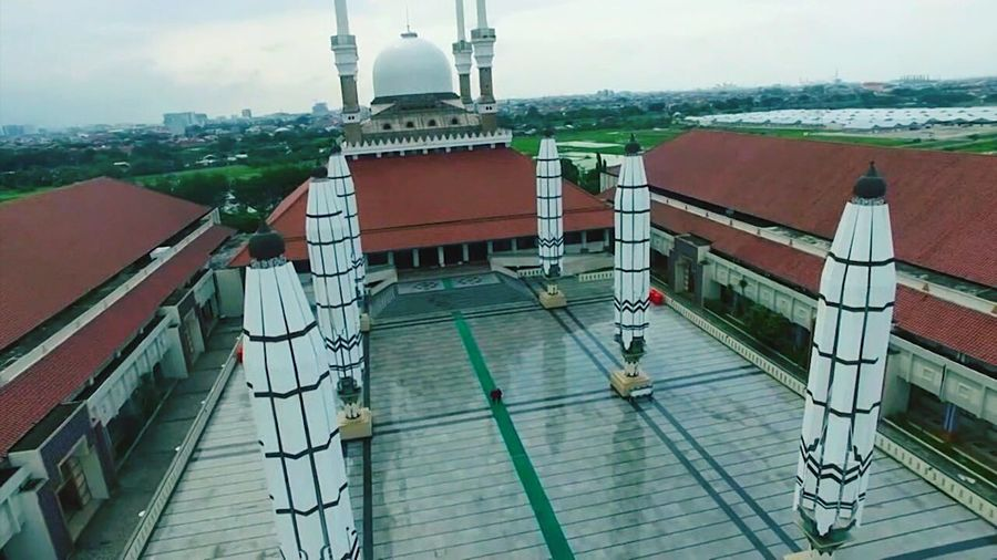 Flying High Aerial View Distant Business Finance And Industry Business Contrasts Water Outdoors City Urban Skyline No People Day Hight Angle View Long Shot Photography Semarang EyemIndonesia Week On Eyem Social Issues Architecture Built Structure Mosque Masjid Agung Jawa Tengah Masjid Undergraph