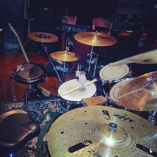 la oficina de hoy en @hrhpanamamega : Mapexdrums Zildjian Vicfirthsticks KORG Wavedrum Remo Sabiancolao necesito cambiar el zht y el china Wuhan ... pero mientras, suenan bien! ah, drums by Cristianproo Muyproo Bienproo