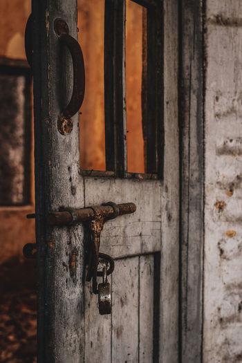 door Outdoor EyeEmNewHere Close Up Blue Brown Orange Ajar Door Hinge Wood - Material Door Close-up Doorknob Rusty Weathered Deterioration Abandoned Padlock