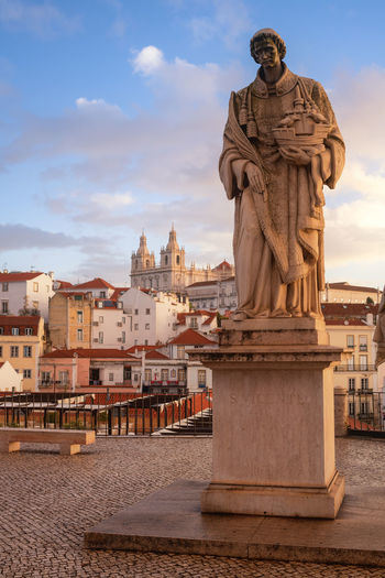 statues in lisbon City Cityscape King - Royal Person Sculpture Statue Politics And Government History Monument Sky Architecture Sculpted Town Square Old Town Townhouse TOWNSCAPE Place Of Interest Memorial