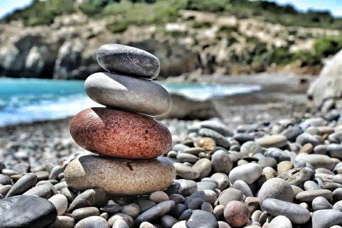 ninguna torre es ni lo suficiente alta para tocar el cielo... ni lo suficiente fuerte para resistir las olas de la mañana... On The Beach Summer #beach