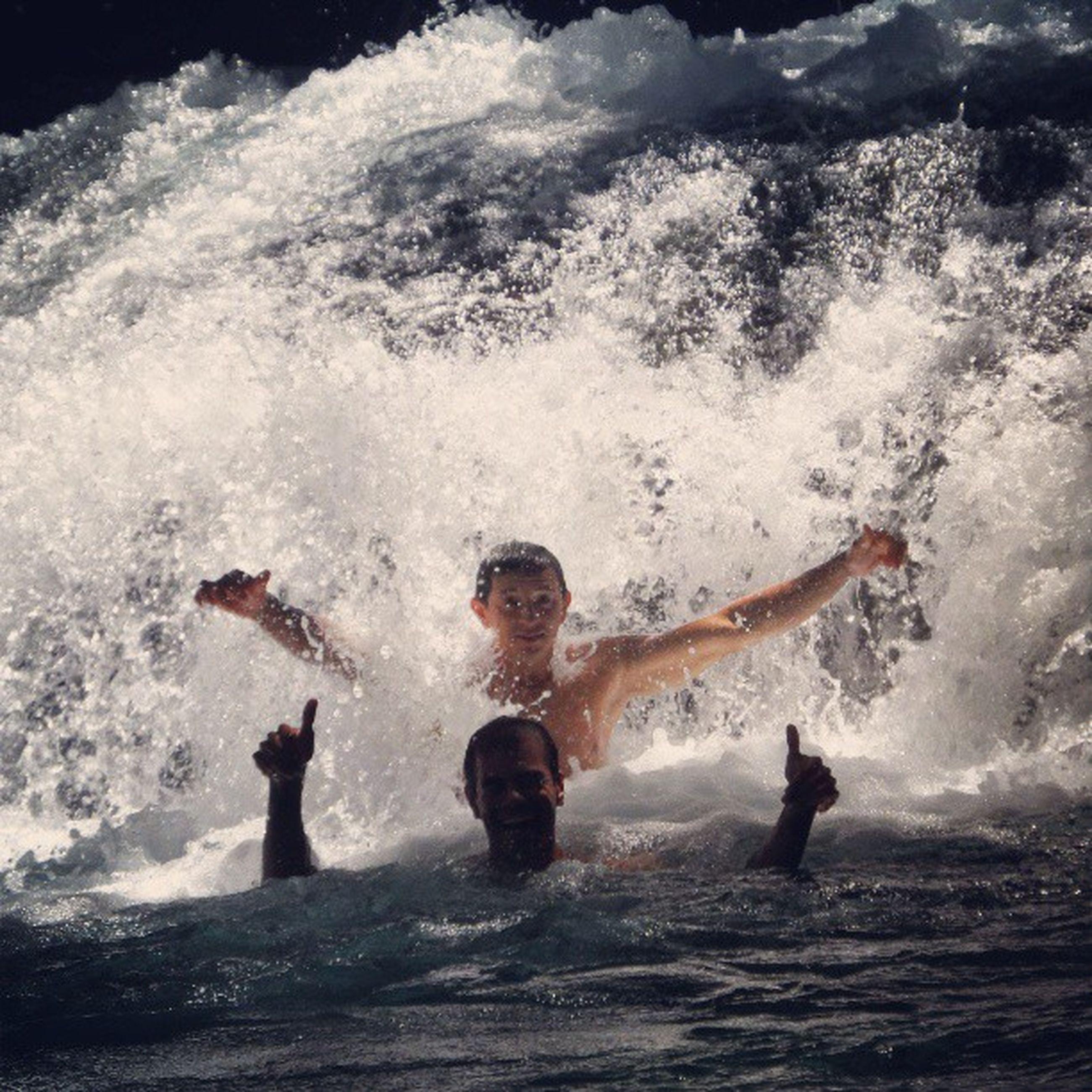 water, leisure activity, lifestyles, motion, splashing, sea, enjoyment, waterfront, vacations, wave, full length, fun, surf, men, sport, adventure, childhood, nature