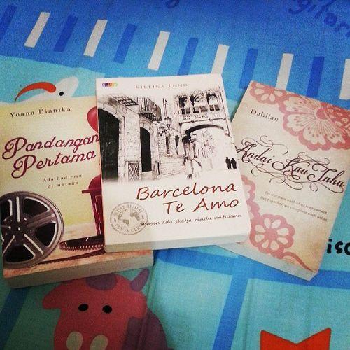 3 novel yg gw beli hari inii..huhuhu...bener-bener kalaap gw... colek @valedouz wakakak... =)) Instabook Instapic Bacaan Novel buku