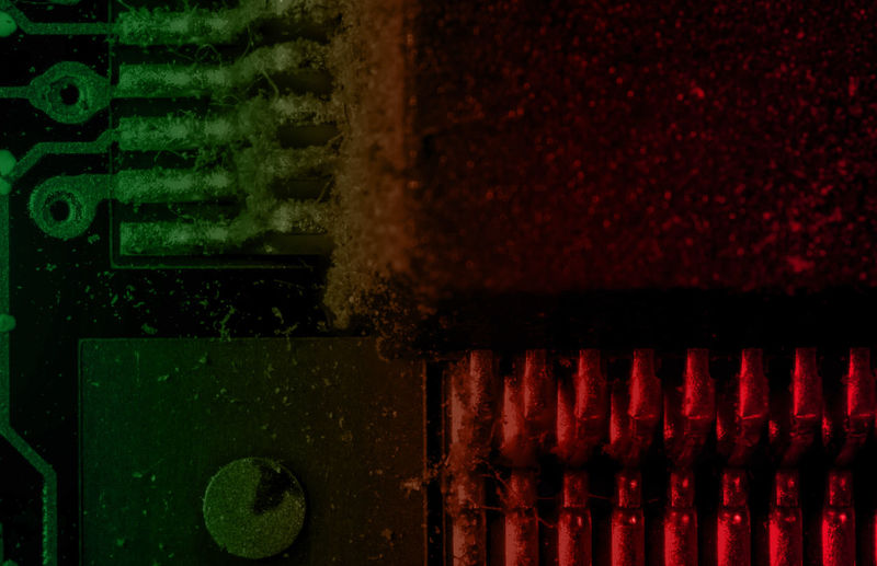 Computer Computer Innenleben Detail Dirty Graphic Card Dreckige Grafikkarte Filthy Graphic Card Grafikkarte Graphic Card Green Color Macro Macro Photography Red