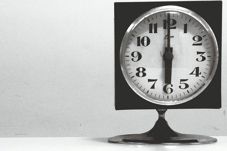 Vintage Vintage Photo Vintage Watch Clock Vintage Clock Minimalism Minimal Minimalist Details Minimalobsession Minimalism_bw Bw Bnw Bnw_captures Bnwphotography Vintage Style