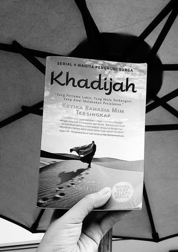 Just read it. Two tumbs up for Sibel Eraslan! Although this book translated to Indonesian, it's still giving me the rel atmosphere as the writer gave. Grea! Great Atmosphere Black And White Phone Camera Khadijah Muslim Novel Love Book Books