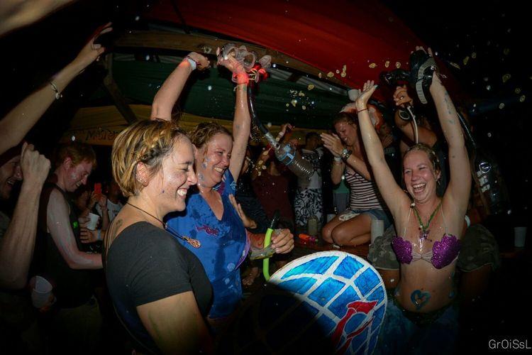 Party Time! Parrots Divemaster Padi Nightphotography Honduras Utila Beer Snorkel Test Fisheye Congrats to the new divemasters!