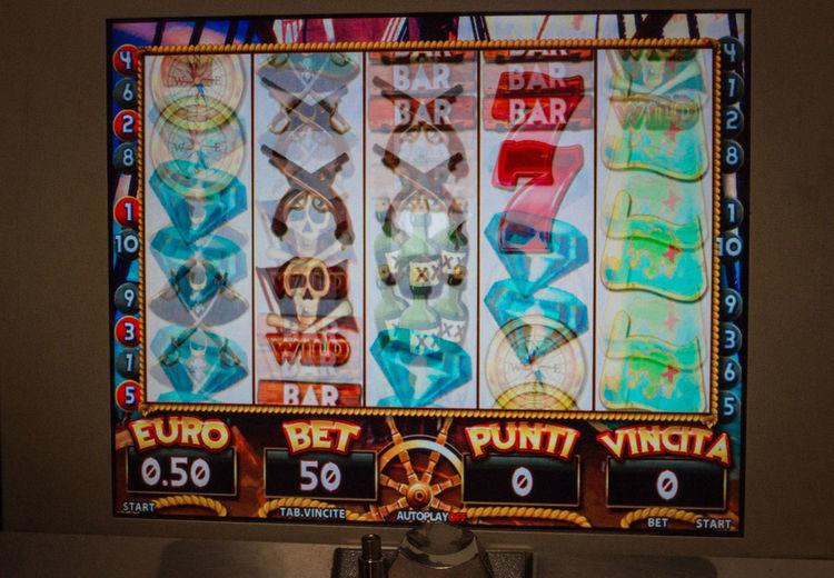 Close-up Display Electronic Bar Game Gambler's Game! Gambling Addiction Gambling Machine Indoors  No People Slot Machine
