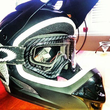 Now it is complete Oakley O Frame MX Goggle carbon fiber! Yeay Sixsixone MTB Mountainbike Allmountain enduro