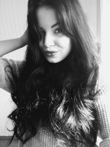 Olitangerine Brunette Blogger Poland Blackandwhite Polishgirl Selfie Home Smile
