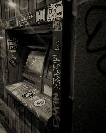 Cashmachine Berlin Old Money East Berlin, Grafitti