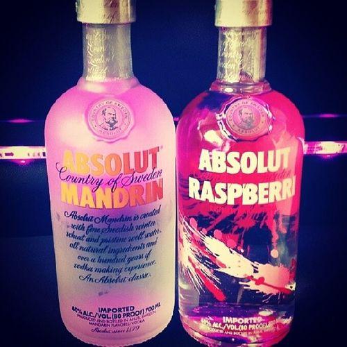 Ouhhh wer seid ihr zwei hübschen drei denn? Drink Vodka ABSOLUT Absolutgeil design pink alcoholic weekend party dasknallt musthave youngwildandfree @lara2pack