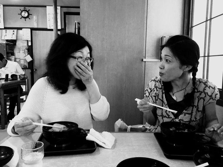 すっぽこ食べながら、更年期障害の話で盛り上がる、美人すっぽこ研究所員。 IPhoneography Suppoko
