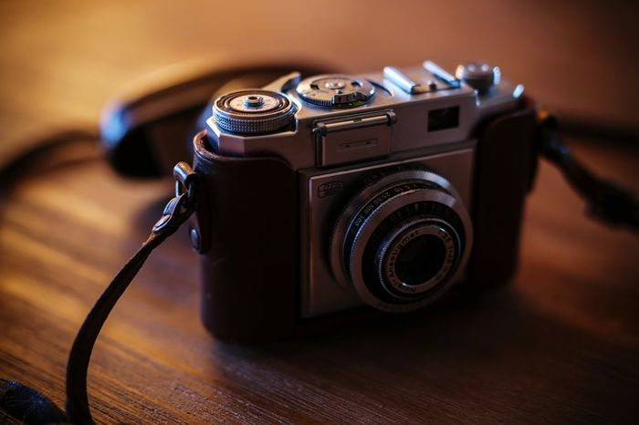 V I N T A G E Vintage Photo Photograph Vintage Camera SLR Camera SLR Ikon Ziess Ziess Lenses Old Photooftheday Photographer Film Photography Filmisnotdead Filmcamera Leather Case Checkthisout EyeEm Masterclass EyeEm EyeEm Best Shots