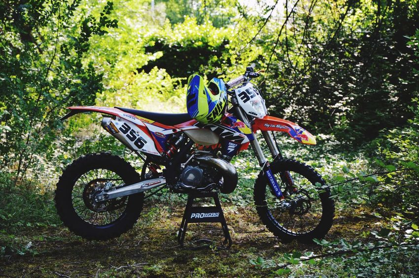Pastro356 Enduro Racing Enduro Enduro Lifestyle Cross Moto Fmf Ktm KTMRacing Ktm300xc Bicycle Transportation Plant Land Vehicle Day Nature No People Grass Mode Of Transportation Land Stationary Sunlight Green Color Outdoors Field Growth High Angle View Parking Absence Park