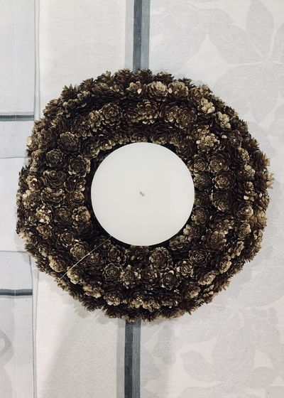 pinecone wreath for christmas decoration Candle Christmas Copy Space From Above  Symetry Brown Centered Christmas Decoration Close-up Decoration Decorations Home Interior Indoors  No People Pinecone Pinecone Wreath Simplicity Table Decoration Tablecloth Wreath