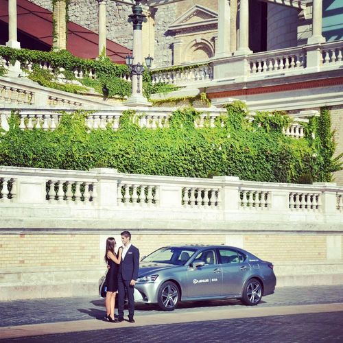 #Lexus 😍🐾🐾🐾 #couple #lexus_gs300h Adult Adults Only Architecture Building Exterior Built Structure Car City Day Full Length Luxury Men Outdoors People Real People Transportation Two People Women Young Adult Young Women