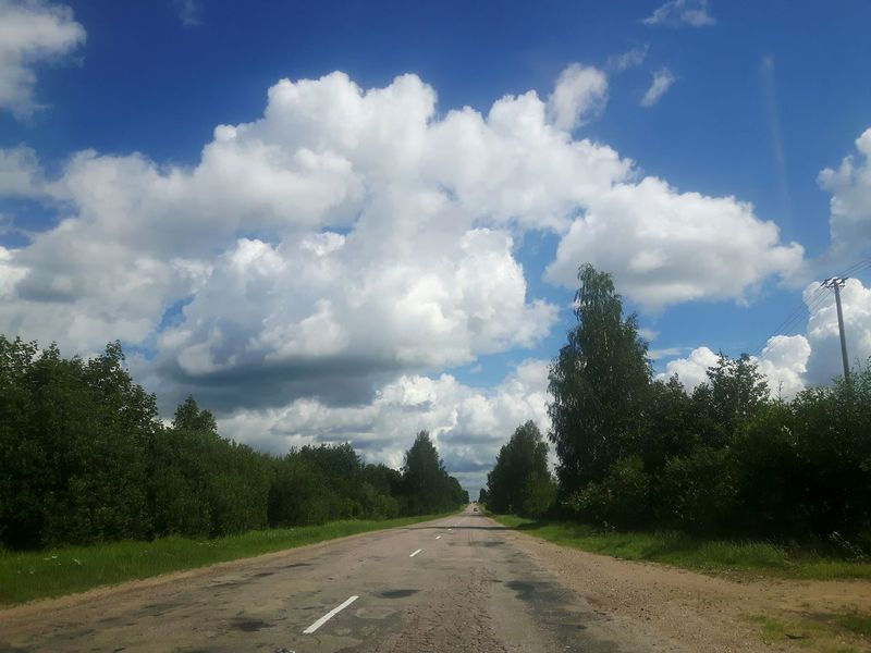Taking Photos Driving Latvija Latvia Gulbitis On The Way Travel Photography Road Conditions Road Travelling The Baltic States Skyporn Road Trip Lettland  Romantic Landscape Roadside Road Side Alley