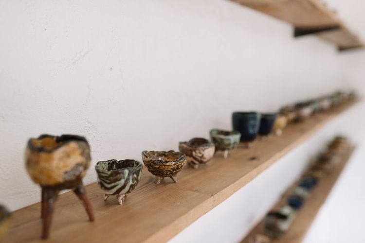 Showcase : Ceramic artwork on wooden shelves Ceramic Ceramic Art Ceramic Cup Ceramic Pot Ceramics Craft Craftmanship Decoration Home Interior Horizon Over Water Interior Design Lifestyle Shelf Shocase: November Wooden Shelves Work Shocad