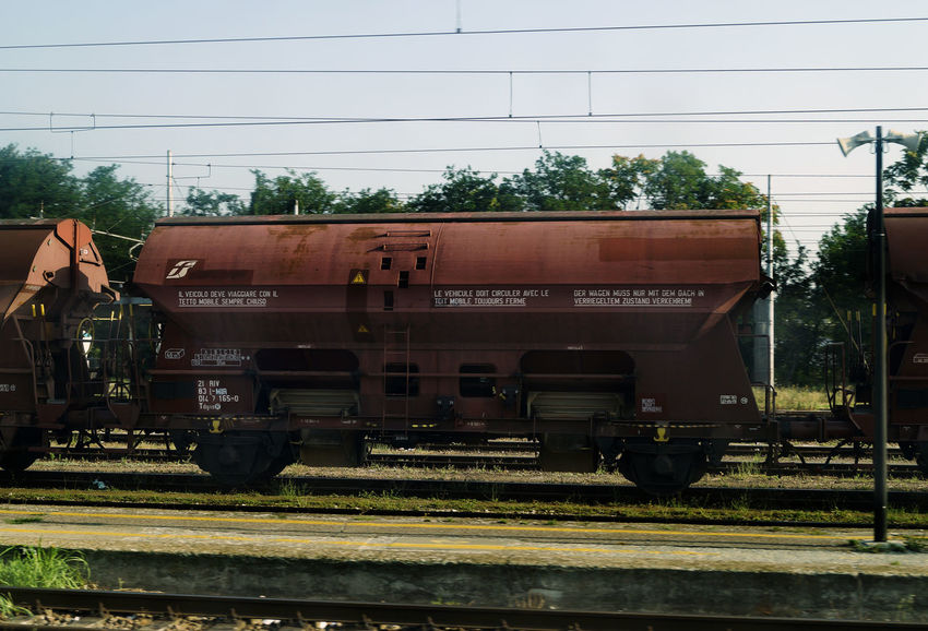Freight Trein Day Freight Train Freight Transportation Land Vehicle Locomotive Mode Of Transport No People Outdoors Public Transportation Rail Transportation Railroad Track Shunting Yard Sky Stationary Steam Train Train - Vehicle Transportation Tree Trein