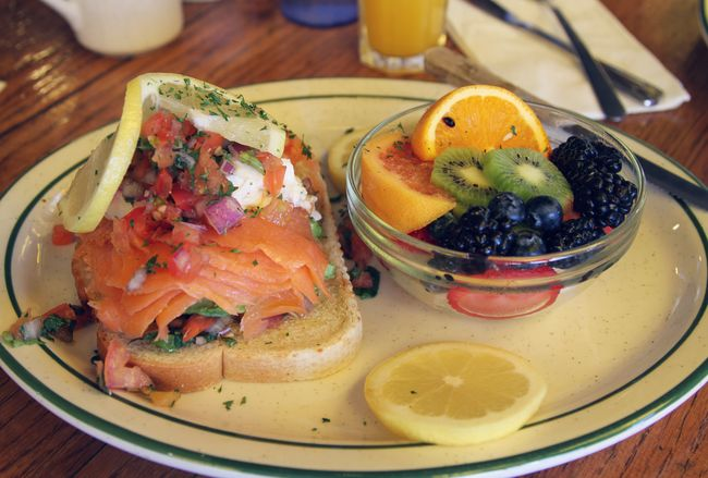 the brunch SalmonLove Brunch Brunch Around The World Vacation Food Stories Food And Drink Table Food Indoors  Fruit Plate Healthy Eating Freshness Ready-to-eat No People Close-up Day Indoors  SLICE Sandwich