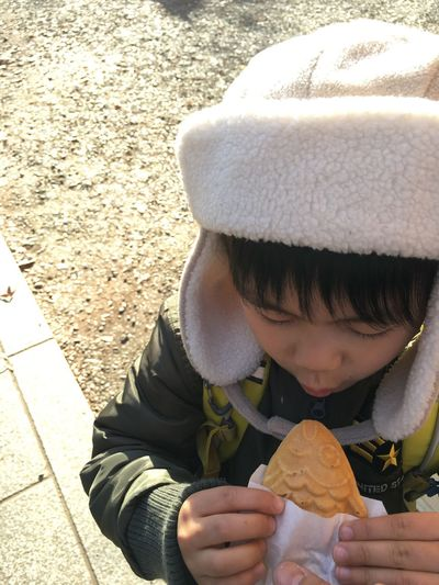 いただきます! Real People Childhood TAIYAKI たいやき Portrait Innocence From My Point Of View EyeEmBestPics Urban Lifestyle EyeEm Best Shots EyeEm Gallery Foodphotography Ready-to-eat Foodporn Yammy!!  Food Kids Boy