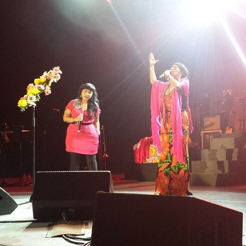@carlitamorrison & @liladowns Palomanegra at Thegreektheater