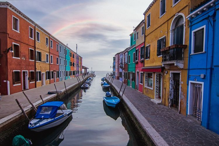 Colourful houses by the canal with rainbow above them Boats Rainbow Calmness Venice Italy Gondola - Traditional Boat Water Nautical Vessel City Multi Colored Moored Sky Architecture Building Exterior Cloud - Sky Canal vanishing point
