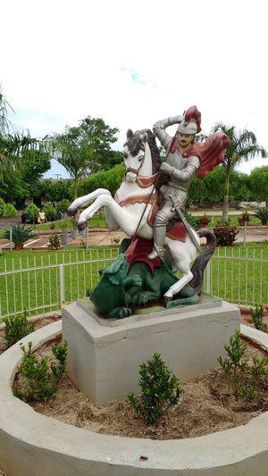 São Jorge na praça...escultura City Life No People Day Tranquility Reflection Estátua De São Jorge ⛪