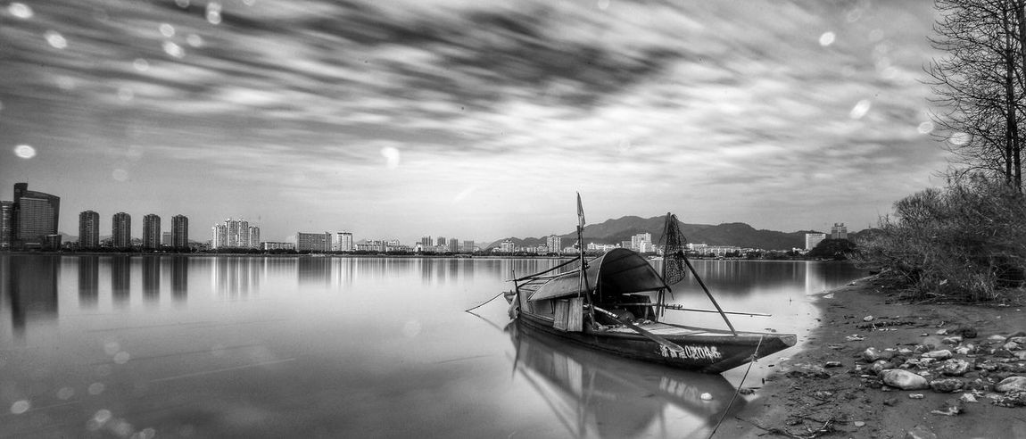 富春江畔,渔船静静停靠在这里。 Long Exposure River China Check This Out Beautiful Day Fishing Boat Blackandwhite Black And White Black & White