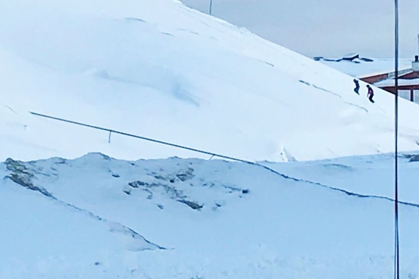 the lines entertwine like that. That pipe is 40 meters away, and the snowline is 10 meters away.😀 This Is Greenland The Real Greenland Optical Illusions Optical Illusion Winter Cold Temperature Snow Mountain Beauty In Nature Day Scenics - Nature White Color Nature Mountain Range Landscape Snowcapped Mountain