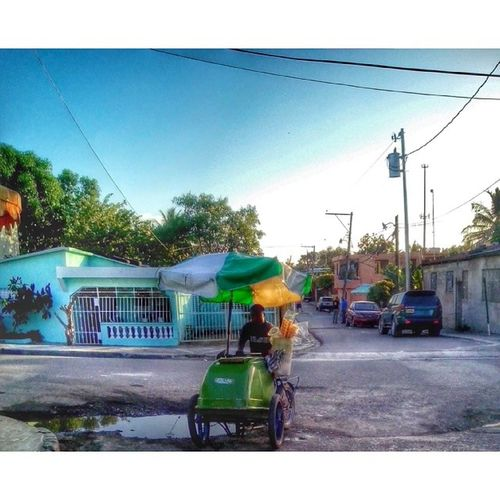 Heladero Streetphoto Sky Sun Hood worker photo photojournalism