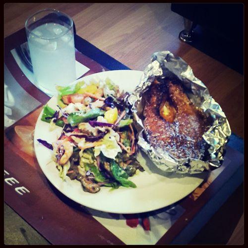 Сегодня на ужин бог послал семгу под соусом и салат с креветками и мидиями. А что: поводов - вагон! Cooking Long Live The King