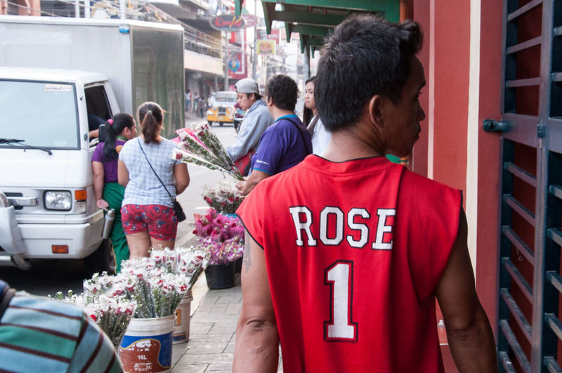 Flaneuring in Color City City Street Derick Rose Eyeem Philippines Flower Flowers Philippines Red Red And Green Roses Rosé Street Street Photography Streetphoto Streetphoto_color Streetphotography The Street Photographer - 2016 EyeEm Awards Urban Urbanphotography