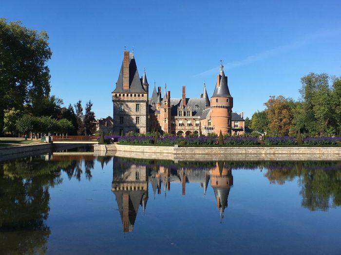 Le magnifique chateau de Maintenon dans l'Eure près de Paris Maintenon Château Domaine Paris Reflection Water Architecture Built Structure Sky Building Exterior Tree