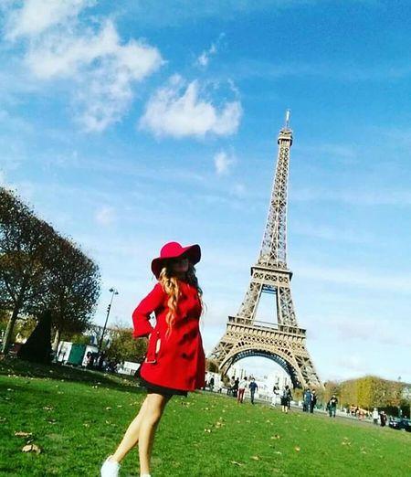 Taking Photos Cheese! Enjoying Life Relaxing Hello World Smile❤ Paris ❤ Eiffel Tower Eiffeltower🇫🇷😛😛 😙😙 November2015